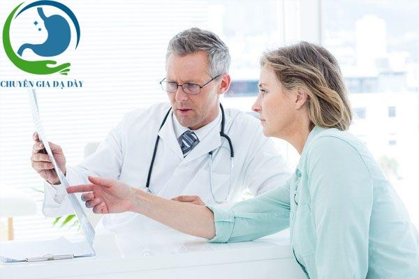 Bác sĩ tư vấn bệnh nhân sử dụng Barole 20