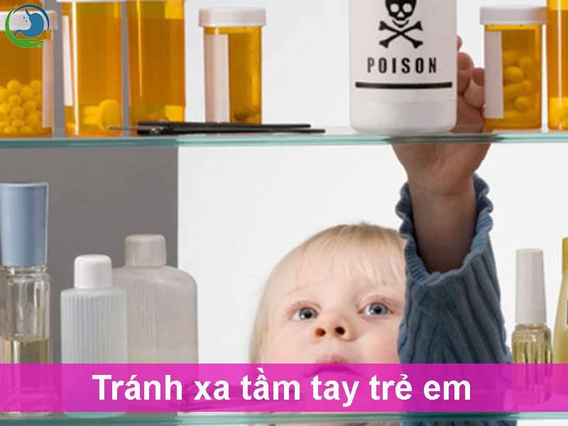 Để thuốc tránh xa tầm tay trẻ em
