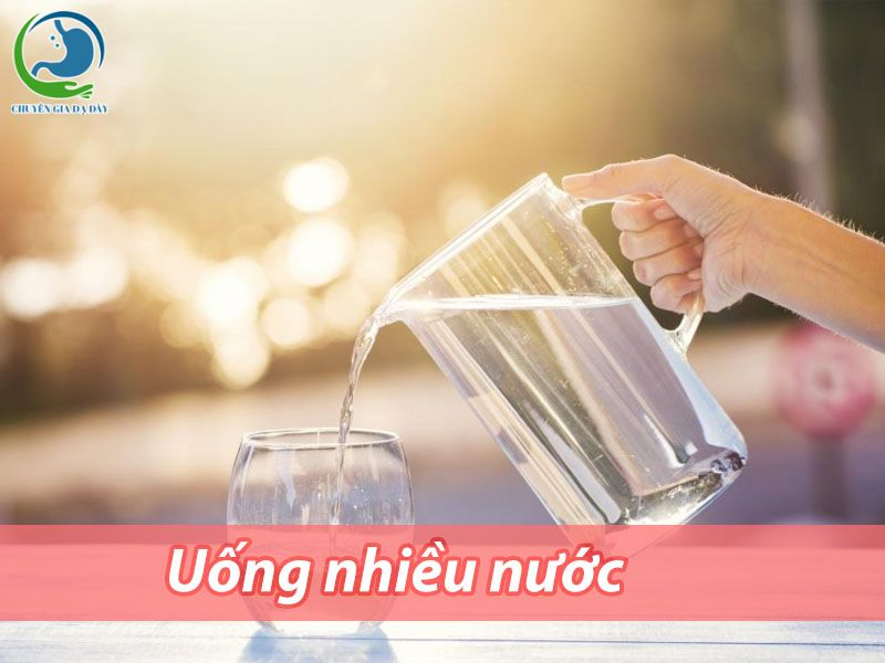 Nên uống nhiều nước sau phẫu thuật cắt trĩ