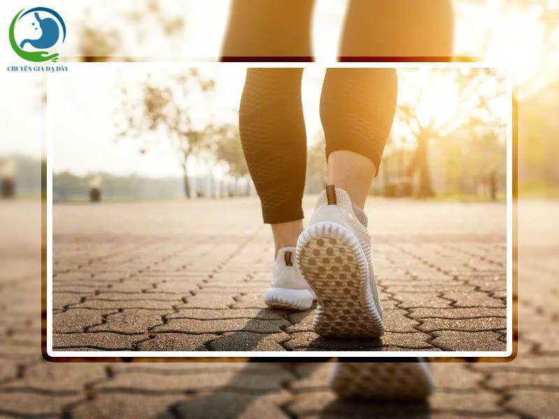 Đi bộ cũng là cách luyện tập giúp điều trị trào ngược dạ dày thực quản hiệu quả