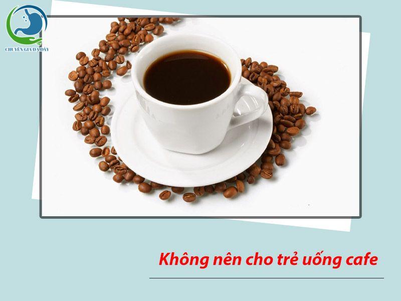 Khi có dấu hiệu của trào ngược dạ dày thực quản, không nên cho trẻ uống cafe