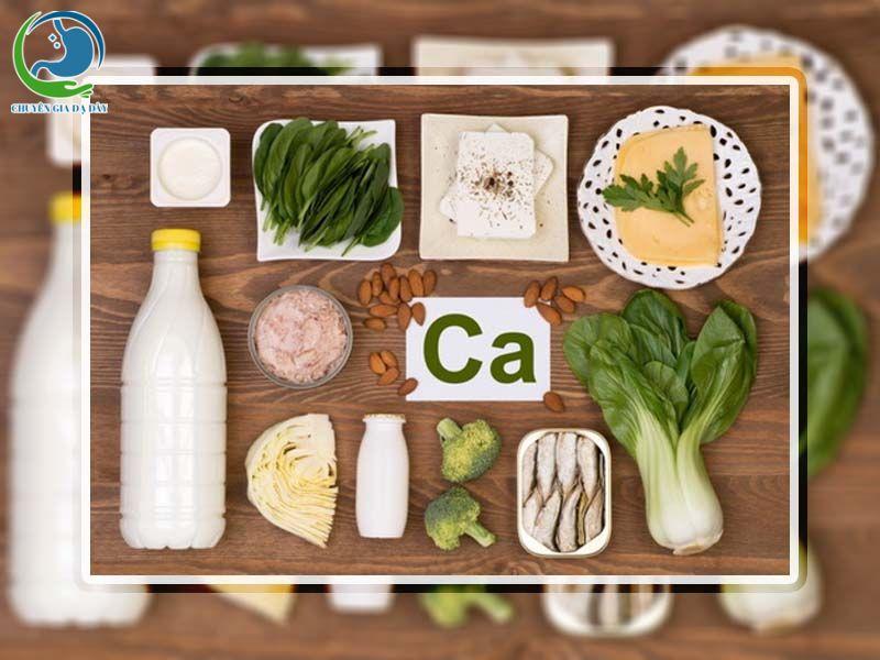 Một lưu ý khi sử dụng Cốt Thoái Vương là nên bổ sung nhiều thực phẩm chứa canxi