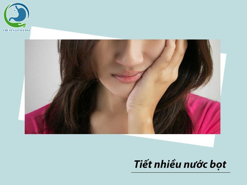 Tiết nhiều nước bọt là một triệu chứng của trào ngược dạ dày thực quản