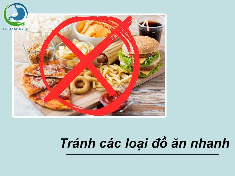 Tránh các loại thực phẩm gây ra triệu chứng ợ chua, ợ nóng, ợ hơi như đồ ăn nhanh